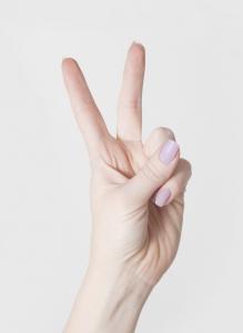 woman-hand-1-1413755-m